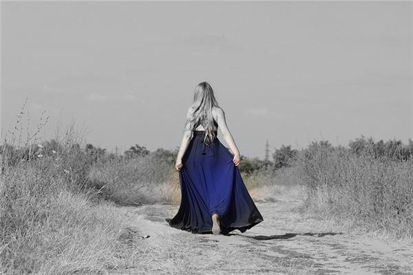 梦见蓝衣服是什么意思