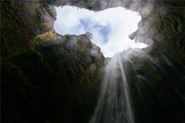 梦见洞穴是什么意思