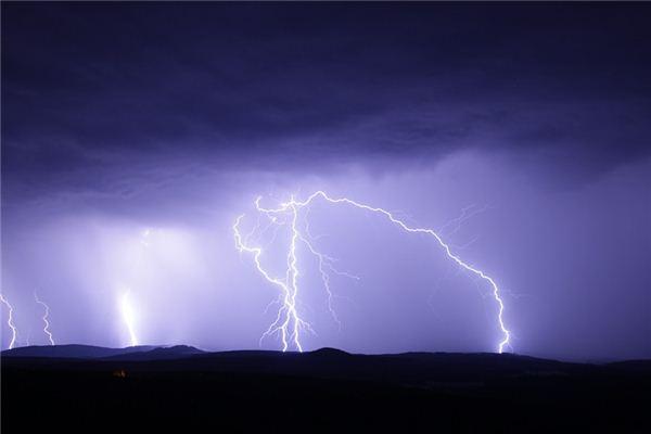 梦见雷雨是什么意思
