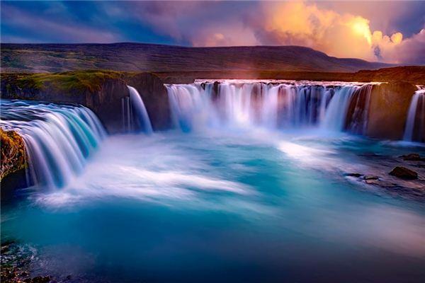 梦见瀑布是什么意思