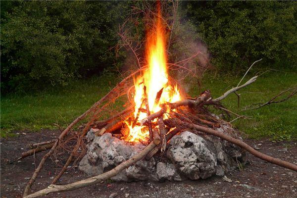 夢見火光是什么意思