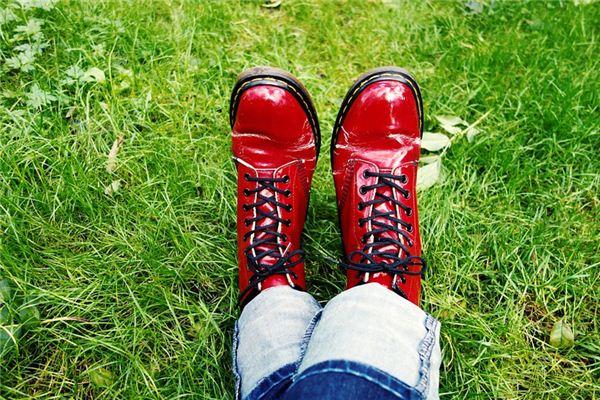 梦见红鞋是什么意思