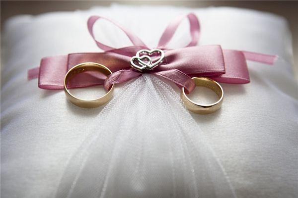 女人梦见别人送戒指