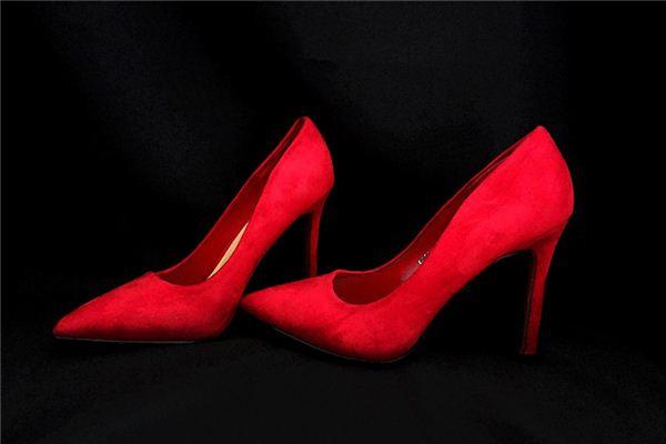 梦见鞋跟掉落是什么意思