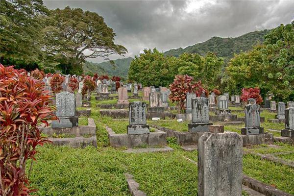 做梦梦见坟墓