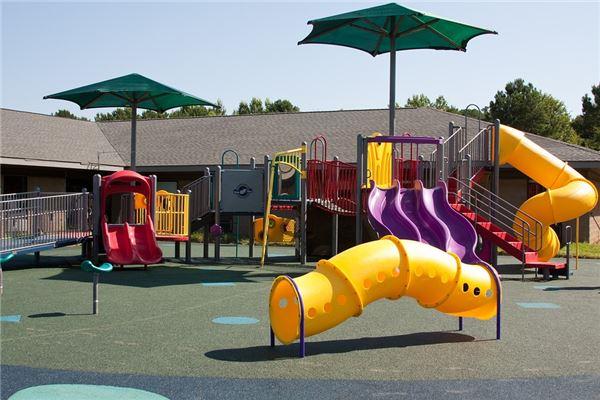 夢見和孩子去游樂場玩