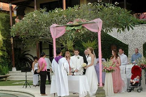 梦见自己结婚婚礼很简陋