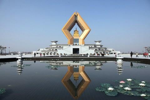 梦见仰看高处的寺庙
