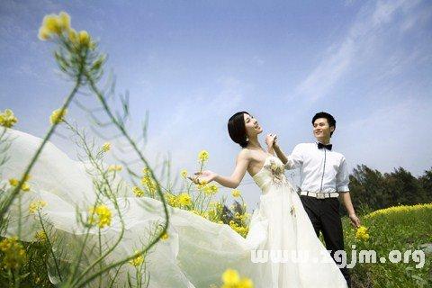 梦见穿白色婚纱