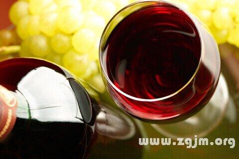 梦见红葡萄酒