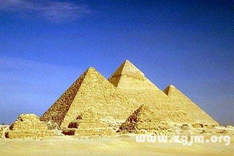 梦见金字塔