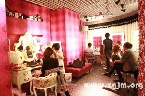 梦见化妆室