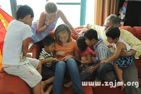 梦见收养孩子 抱养孩子