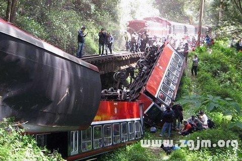 梦见火车翻了