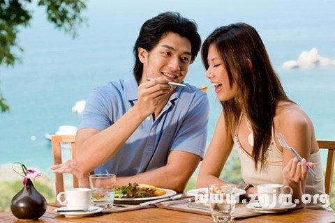 梦见和爱人吃饭