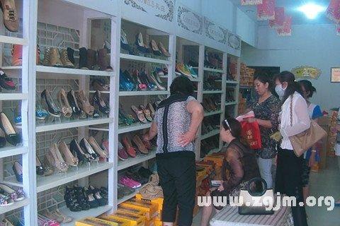 梦见买布鞋