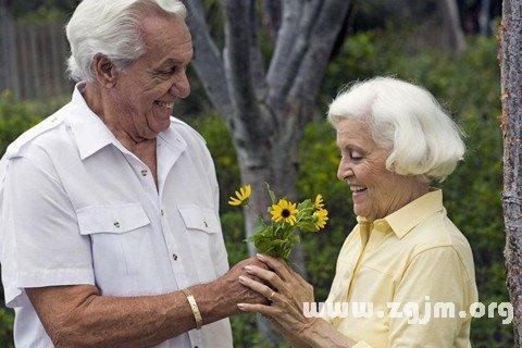 梦见送花给女人被打