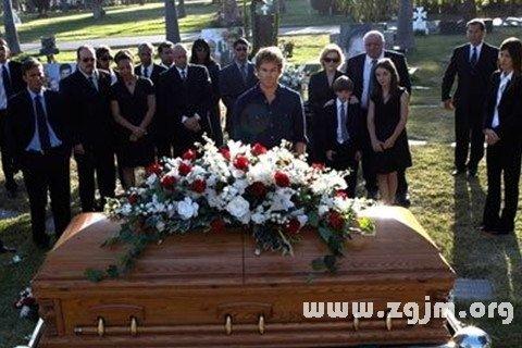 梦见参加同事女儿葬礼