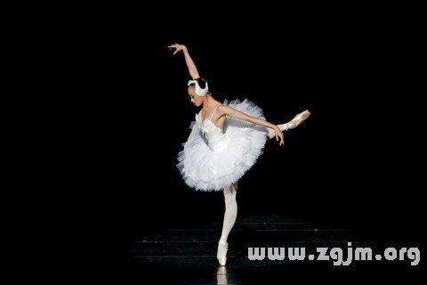 梦见女人跳舞