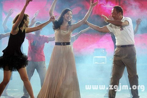 梦见与女人共舞