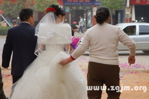 梦见自己与第三者结婚
