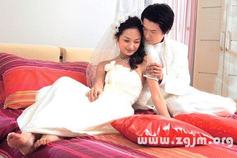 梦见女友和别人结婚