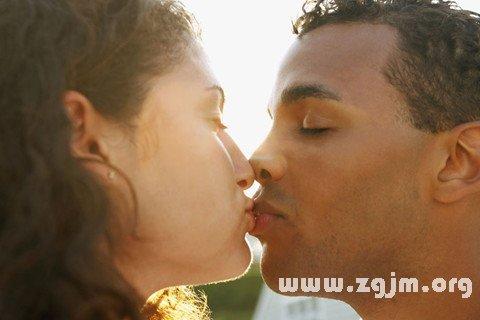 梦见和外国人接吻