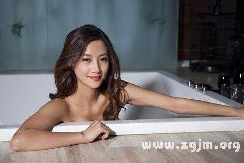 梦见在家里洗澡