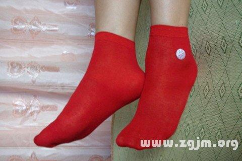 梦见穿红袜子