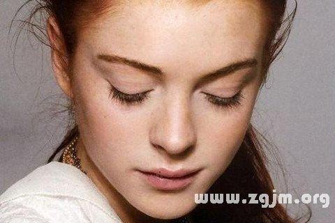 雀斑是会严重影响到人们的脸部