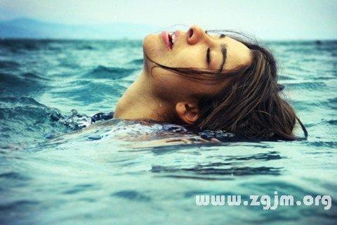 梦见溺水 淹死了