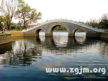 梦见在桥上