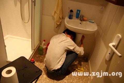 梦见修厕所