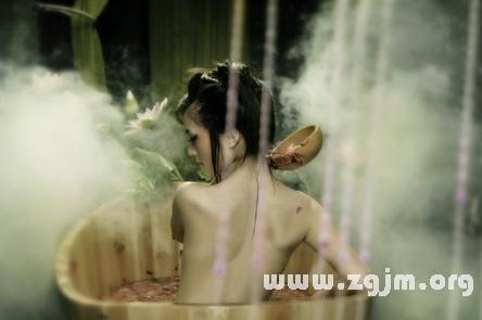 梦见别人洗澡图片