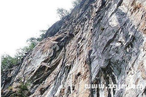 梦见悬崖峭壁