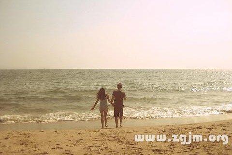 梦见在海边散步
