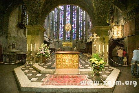 梦见教堂里的圣坛