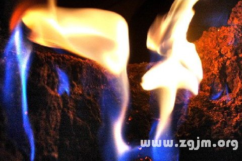 梦见坟上着火