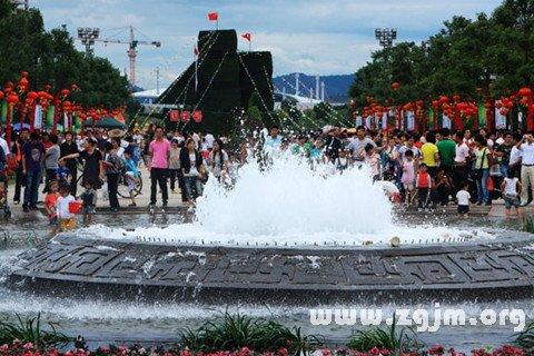 梦见节日的广场