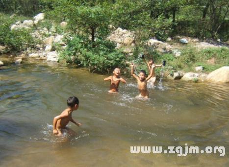 梦见在河里