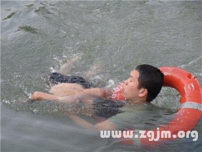 梦见孩子掉进河里