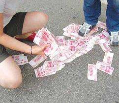 女人梦见捡钱买东西
