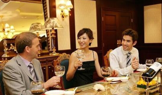 梦见和女朋友吃饭喝酒