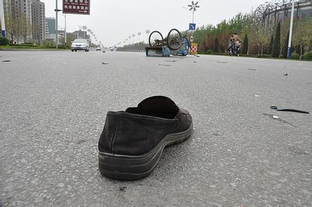 梦见鞋丢了一只在找鞋