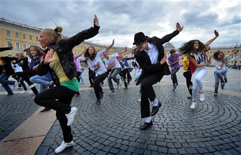 梦见好多人排队跳舞
