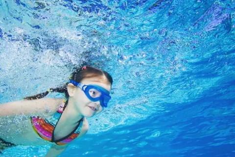 梦见游泳呛水