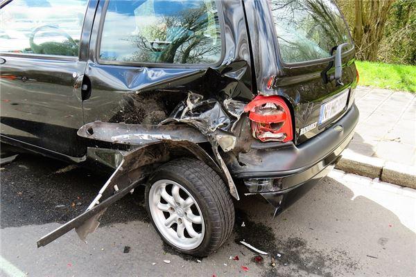梦见自己的车被撞