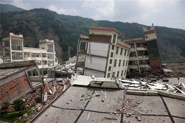 梦见地震房子摇晃