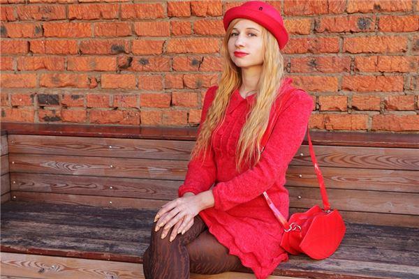 梦见别人结婚穿红衣服