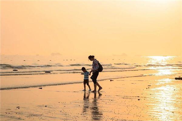 梦见在海边玩耍